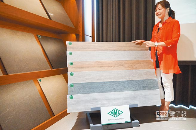 MML瑪摩麗磁獨家引進西班牙五款新品「木紋磚」,耐磨易清理,成為業界裝修新寵。(圖/黃繡鳳)