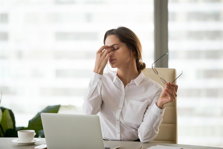 現代人用眼過度容易引起眼睛疲勞。(圖/達志)