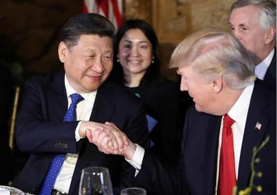 美國總統川普(右)與大陸國家主席習近平。(美聯社)