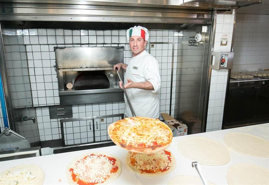 新浪漫號獨特「明火烤爐」設計,提供旅客美味料理不打折。(圖片提供/歌詩達郵輪)