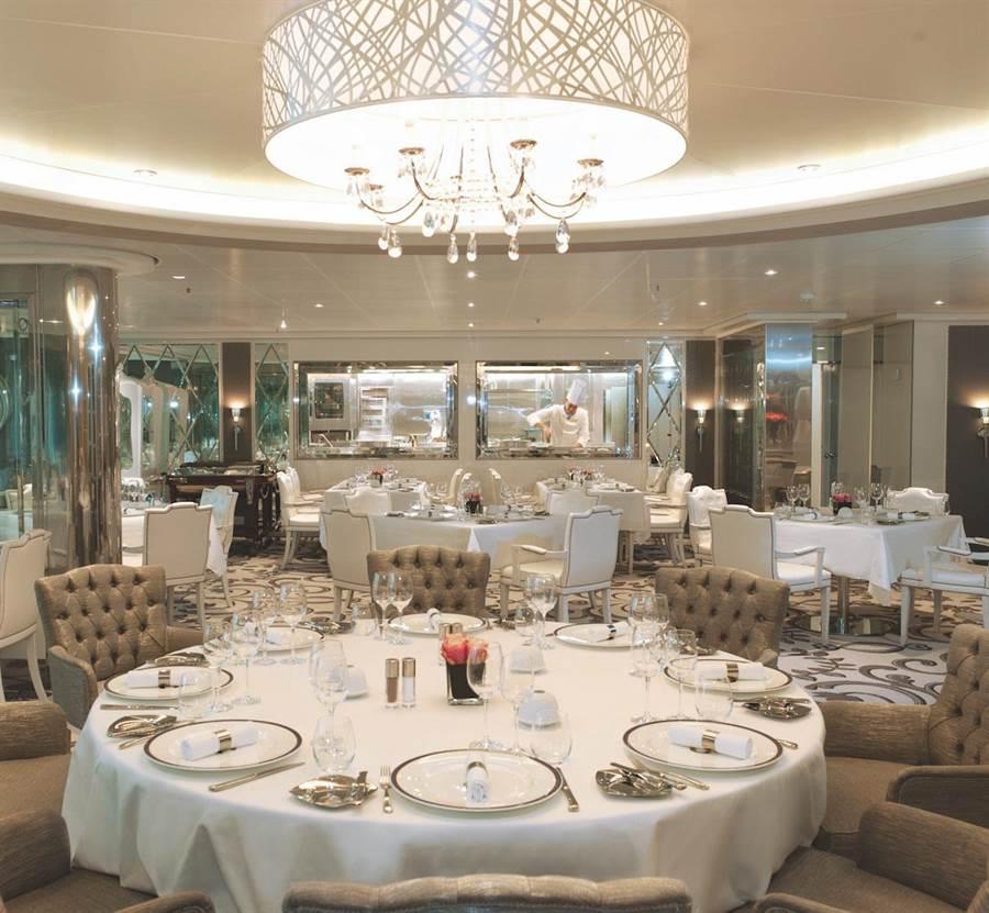 「佛羅倫薩牛排海鮮餐廳」空間寬敞舒適,提供旅客絕佳用餐環境。(圖片提供/歌詩達郵輪)