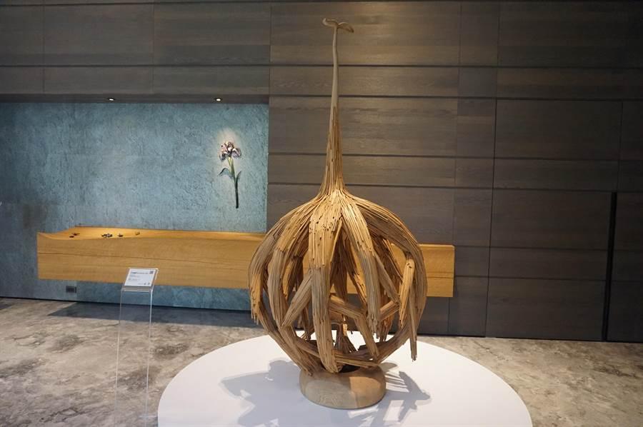 精銳建設在「精銳博」展演空間,讓住戶感受天然木質香氣的香柏,也與藝術美感相呼應。(盧金足攝)