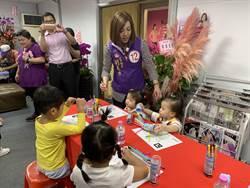 劉美芳當孩子王 陪小朋友玩互動投影