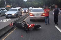 北市法拉利級重機車疑自摔衝撞轎車 騎士重傷不治