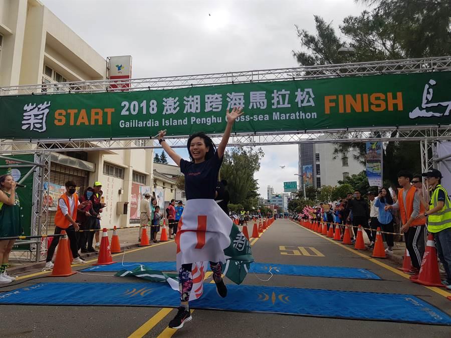日本富山縣代表富山中村(見圖),在菊島澎湖跨海馬拉松5公里組,是第一位完賽的跑者。(陳筱琳攝)