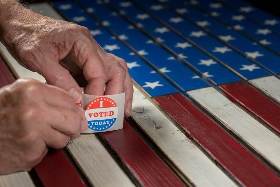 美籍華人在期中選舉的政黨傾向,可能還是投民主黨居多,比例大約在6:4左右。(示意圖/Shutterstock)