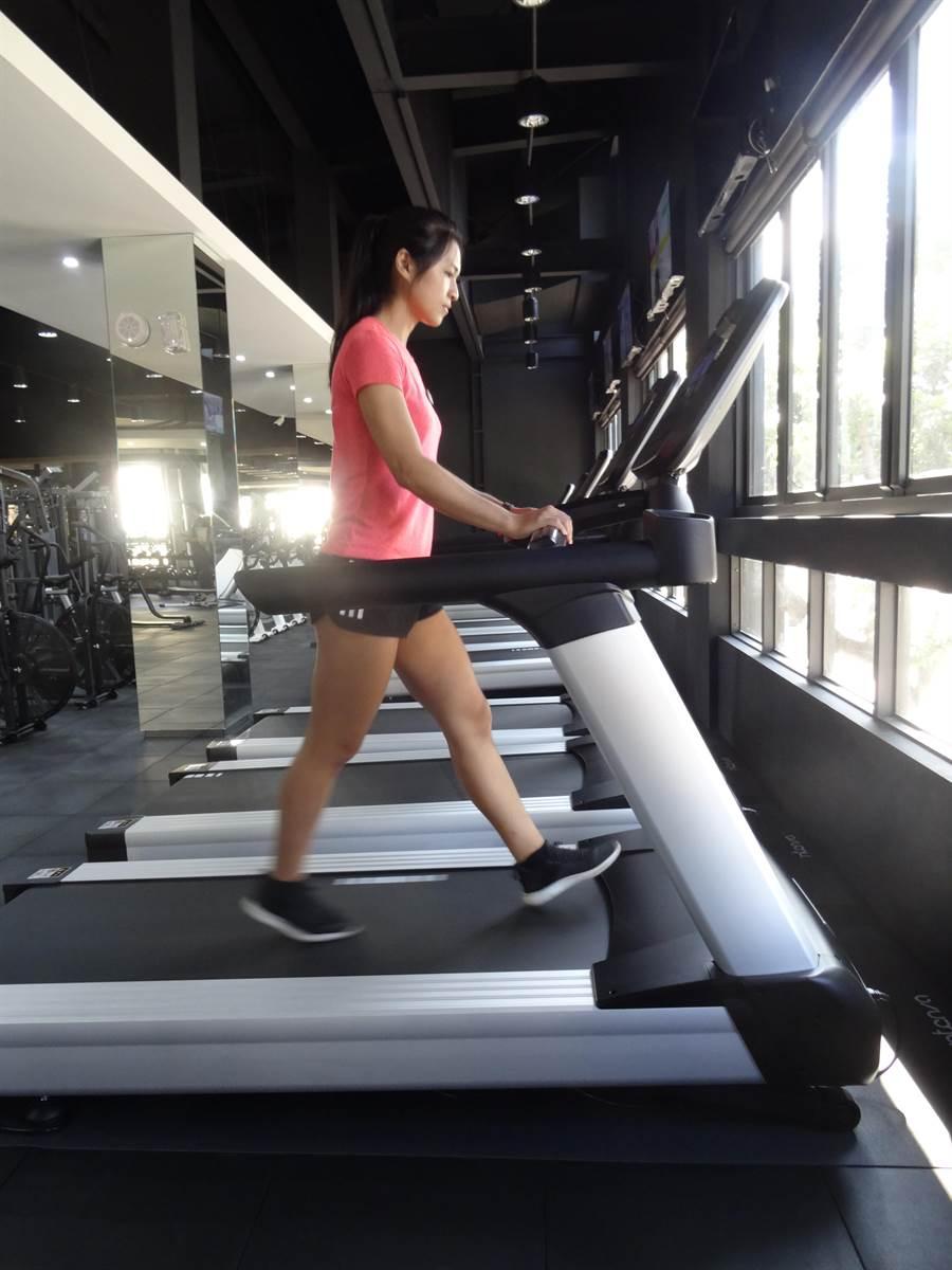 佔地500坪大普諾健身房和坊間大型健身中心設有30多種器材。(馮惠宜攝)