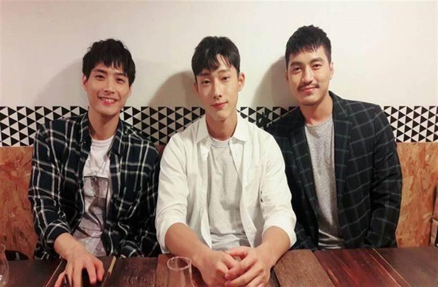 電影《紅樓夢》演員接受專訪,左起:陳彥名、唐綸、蔡力允。(圖/記者李家穎攝)