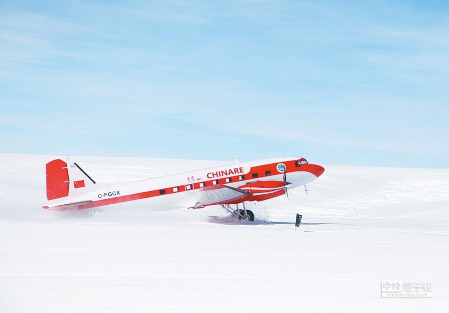 雪鷹601在南極中山站附近的冰蓋機場成功試飛。(新華社資料照片)