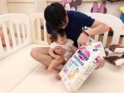 桌球》江宏傑教愛女認字 尿布也是教材