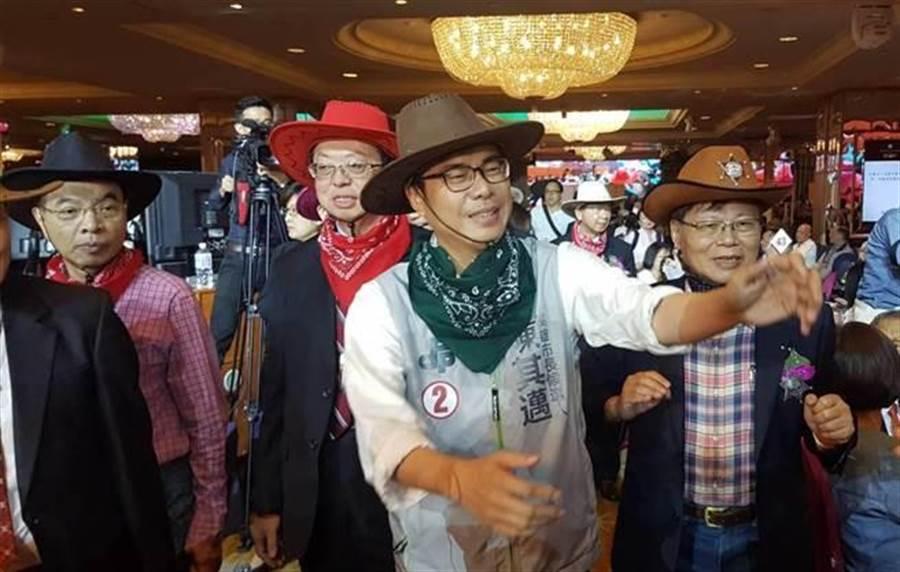 民進黨陳其邁醫師節大會扮裝成牛仔。(劉宥廷攝)
