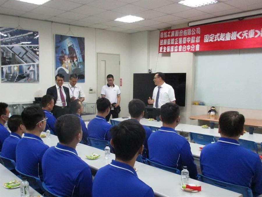 中監監外職業訓練天車技訓,15名學員考照全數過關,舉辦結訓典禮。(陳淑芬翻攝)