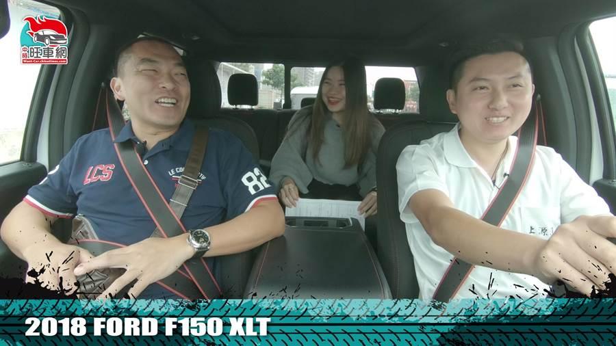 在試駕的過程中,讓陳先生十分滿意商家所推薦的車款。(圖/中時電子報 拍攝)