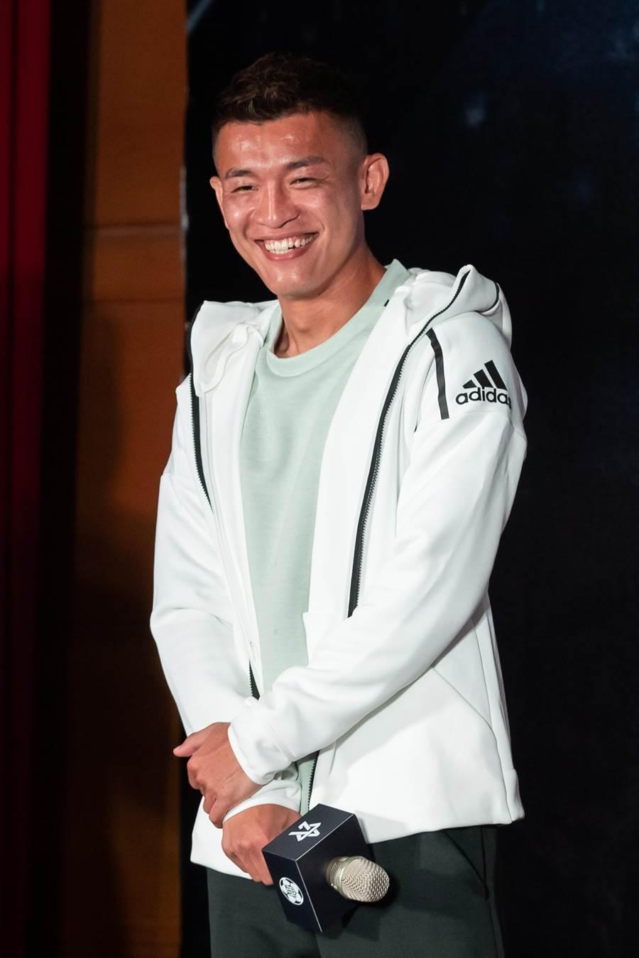 中華男足隊長陳柏良趕回台灣,參加自己創辦的國際高中邀請賽記者會。(展逸提供)