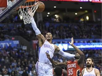 NBA》雷霆擊斃鵜鶘 韋少左腳踝扭傷受傷退場