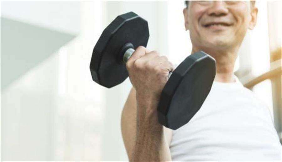 要預防肌少症,重量訓練最有效。(圖片來源/shutterstock)