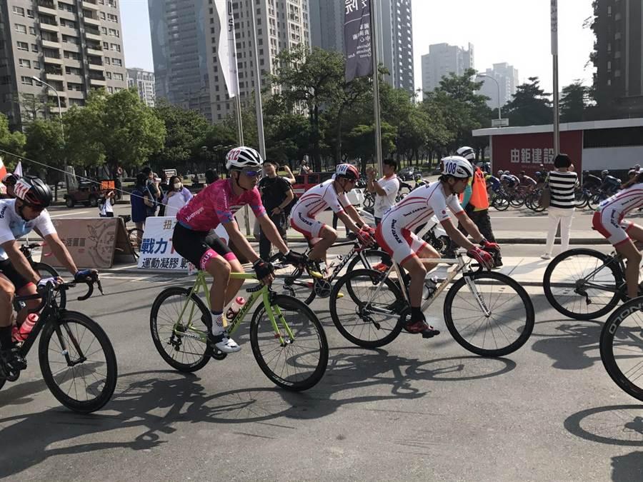 國際聽障自由車環台賽第三站賽事6日從台中國家歌劇院前廣場出發。(盧金足攝)