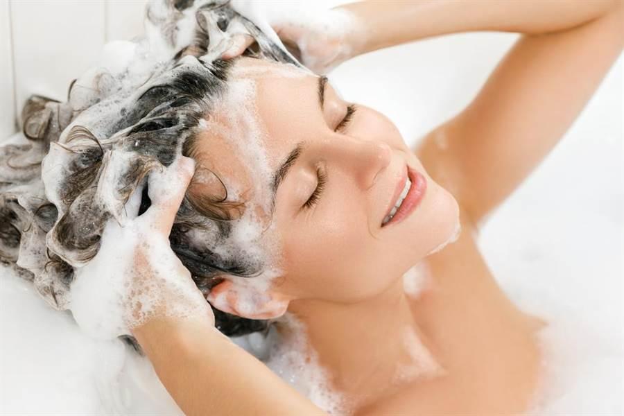 在選購洗髮精、沐浴乳時你會先打開來聞嗎?(圖/達志影像)