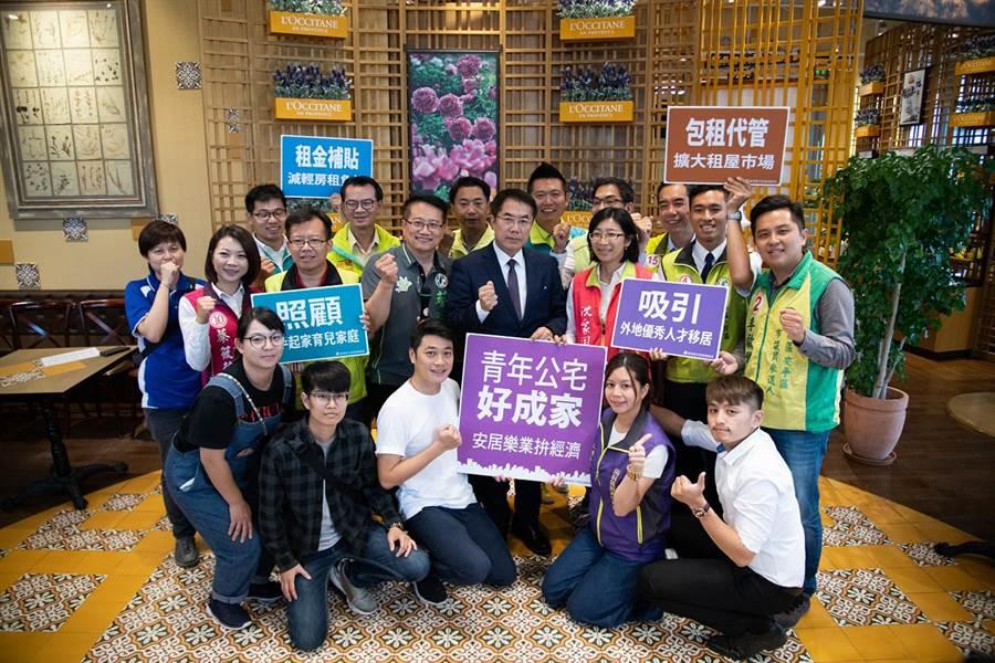 民進黨台南市長候選人黃偉哲與多位市議員候選人,與南科青商會的青年朋友及學生相約探討青年議題時,提出3項青年住宅政策。(黃偉哲陣營提供)