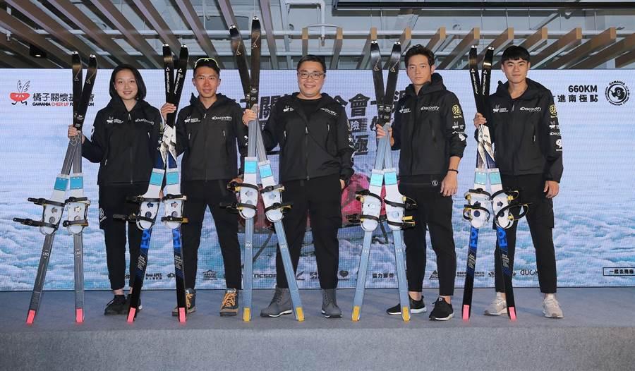 「前進南極點」成員林語萱(左起)、陳彥博、劉柏園、宥勝及吳昇儒。(橘子關懷基金會提供)