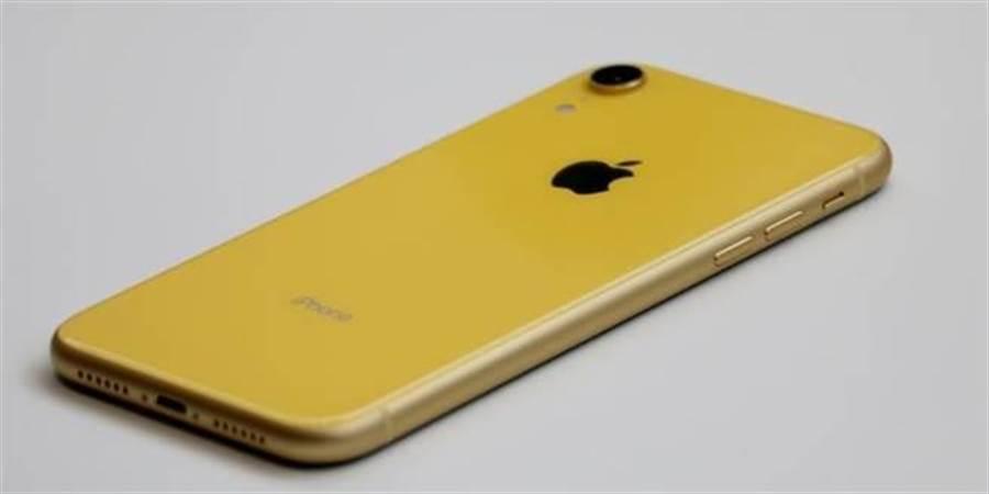 iPhone XR黃色。(圖/黃慧雯攝)