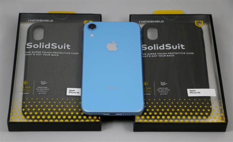 犀牛盾SolidSuit系列保護殼(for iPhone XR)。(圖/黃慧雯攝)