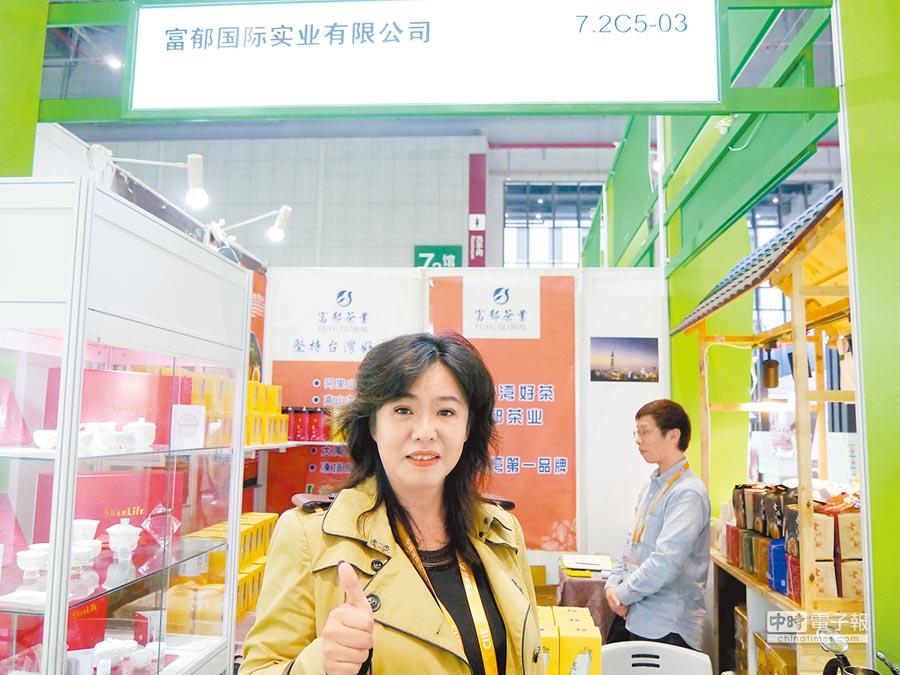 高雄市世貿會展協會理事長何玲玲表示,台灣景氣低迷,台商紛紛來進博會搶商機,與國際接軌。(記者張國威攝)