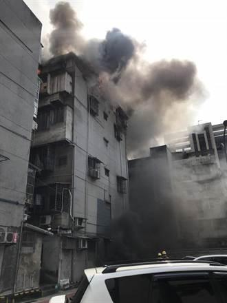 北市公寓火警 五樓竄火舌烈焰沖天