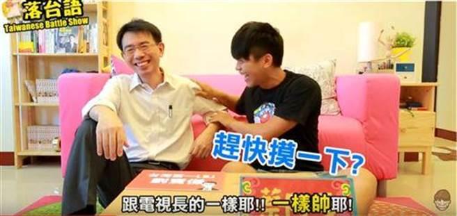 劉寶傑也曾受邀在蔡阿嘎影片中pk台語。(圖/翻攝自蔡阿嘎YouTube)