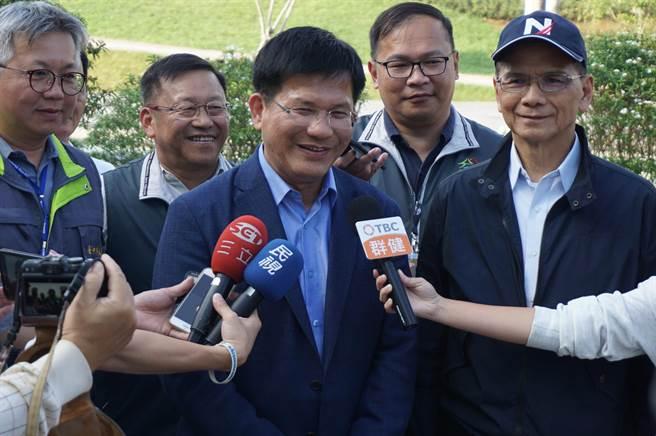 前行政院長游錫堃(右)稱讚林佳龍領導有方,成功舉辦世界級博覽會,並肯定林「施政以自然為師」。(王文吉攝)