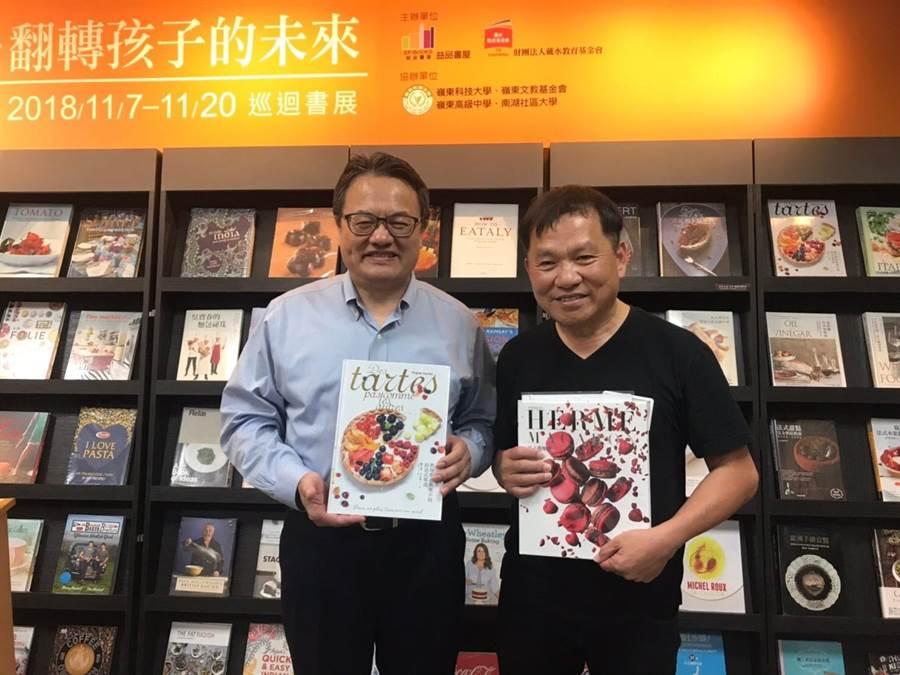 王品集團創辦人戴勝益(右起)與嶺東科大校長趙志揚一起鼓勵閱讀。(林欣儀攝)