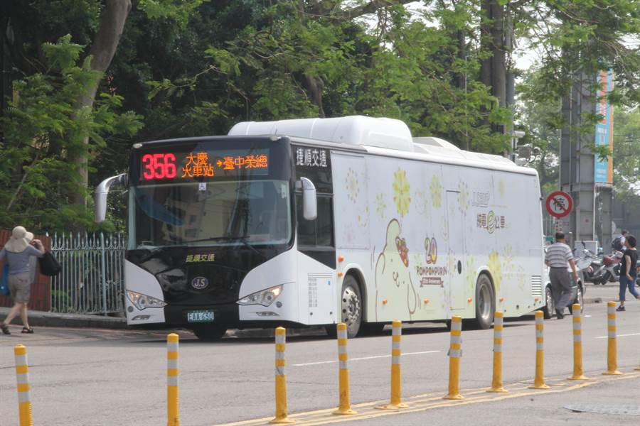 台灣電動車大廠凱勝綠能2018年第一季交車取得捷順交通、苗栗客運電動巴士共計15輛訂單,今年累計營收成長近20%。(盧金足攝)