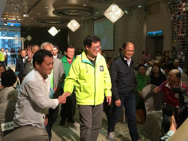 行政院前院長游錫堃以4年前被黨中央放棄的經驗,替姚文智喊話,盼大家選前支持姚。(郭建伸攝)