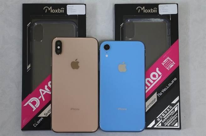 宣稱使用一年不會變黃的Moxbii透明保護殼,針對今年的新iPhone推出了對應產品。(圖/黃慧雯攝)