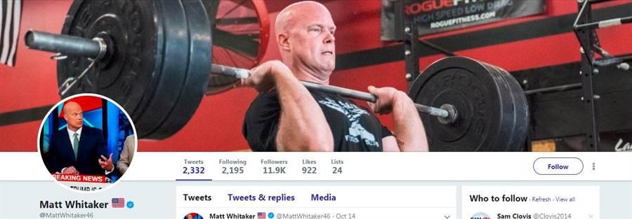 惠塔克個人推特首頁橫幅是自己練習舉重的照片。(圖/擷取自惠塔克個人推特)