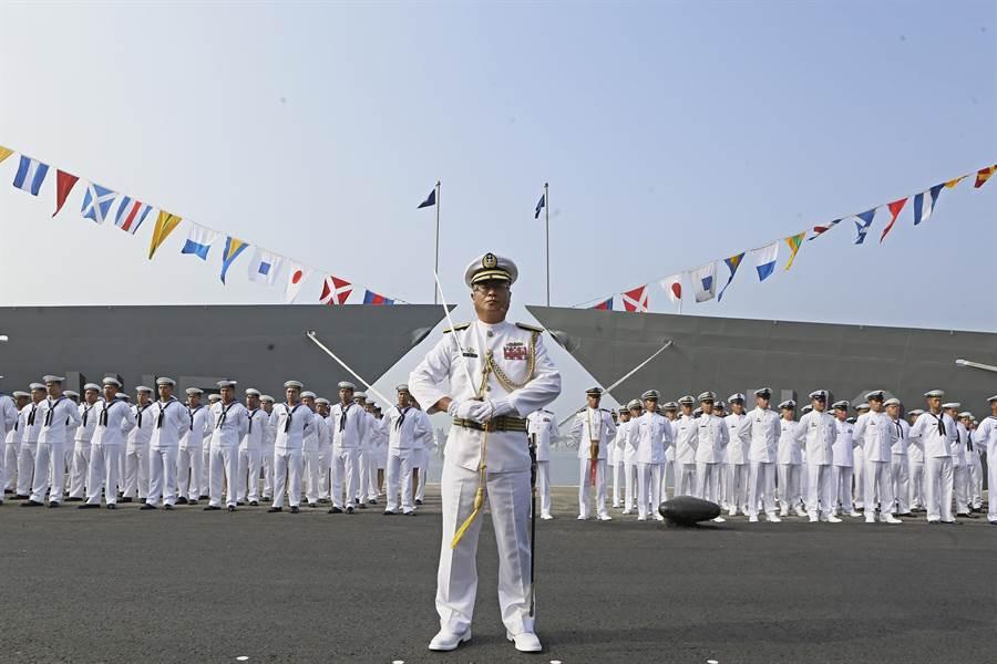 海軍向美國採購兩艘派里級巡防艦「PFG-1112銘傳」、「PFG-1115逢甲」艦,8日在高雄左營軍區舉行成軍典禮。(張鎧乙攝)