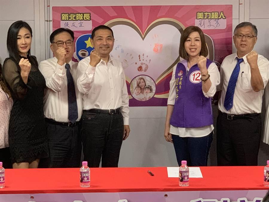 侯友宜和劉美芳聯合舉行「反霸凌」記者會。(王揚傑攝)