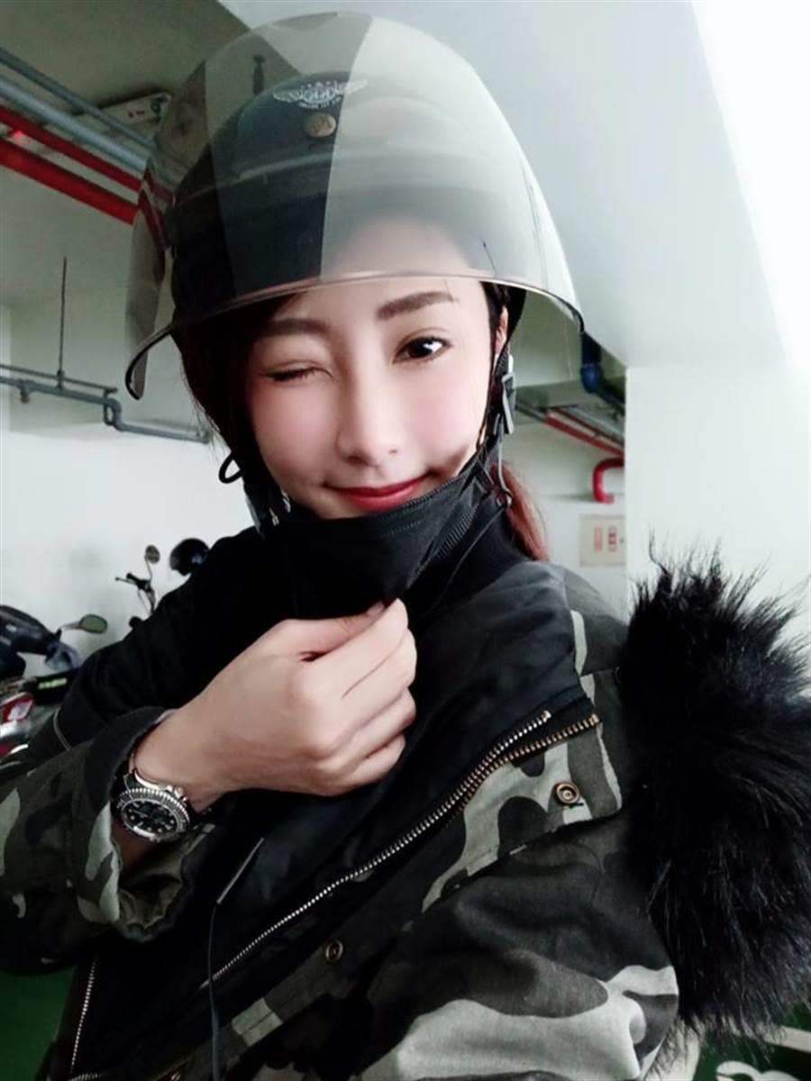 徐瑋婷Po出戴著安全帽照片後,受到許多粉絲稱讚。