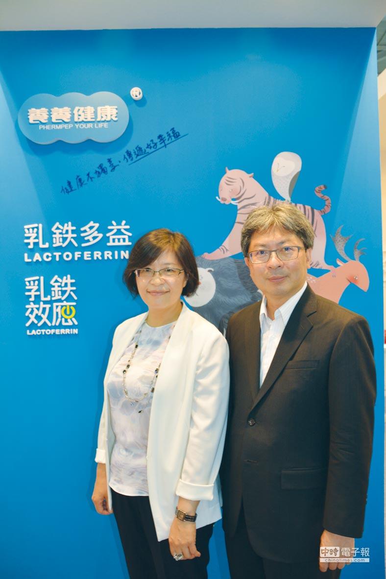 中化健康生技董事長李宗勇(右)、總經理陳小玲博士(左)表示,中化「固立穩定」,符合健康食品安全性第一類規範,為國人骨質保健提供全新選擇。圖/李水蓮