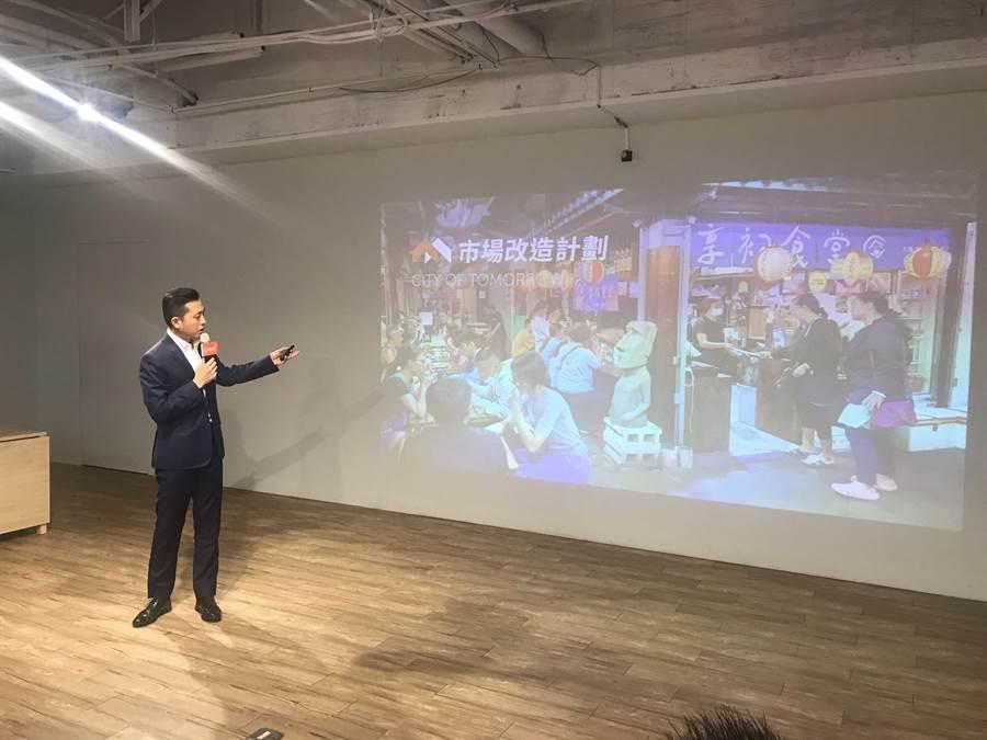 新竹市長候選人林智堅9日端出「明日新竹─市場改造計畫」政策,將持續活化竹市半數公有市場,讓傳統菜市場更舒服友善便利。(陳育賢攝)