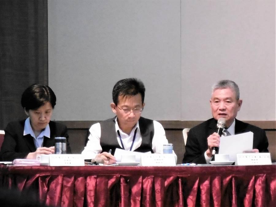 同欣電總經理呂紹萍(右起)、副總經理賴錫湖、財務長黃嘉麗。(林資傑攝)