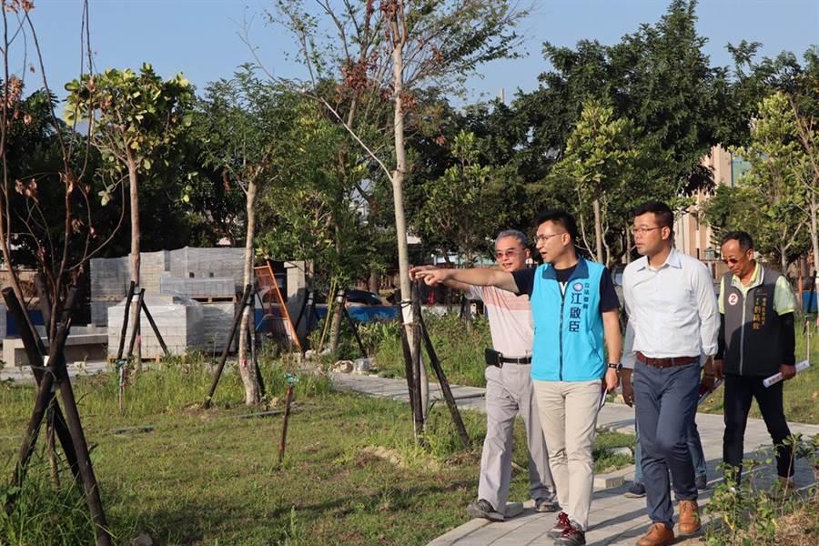 豐原水資源回收中心第1期將啟用,立委江啟臣(中)9日考察建設進度。(陳淑娥攝)