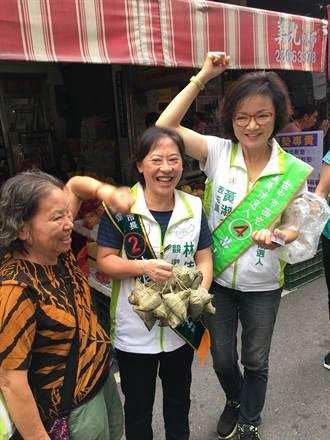 台中》廖婉如為黃淑芬到西屯市場拉票 攤商送粽子祝高中