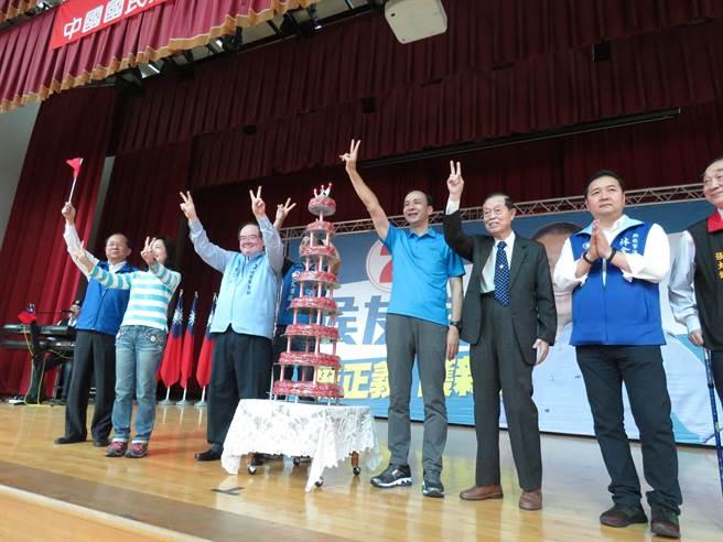 國民黨新北市黨部今(10日)上午在板橋區新埔國中體育館,舉辦「挺正義、護新北」慶祝建黨124周年黨慶大會。(葉書宏攝)