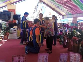 花蓮》稻米達人跪地謝母養育 誓言為農民發聲