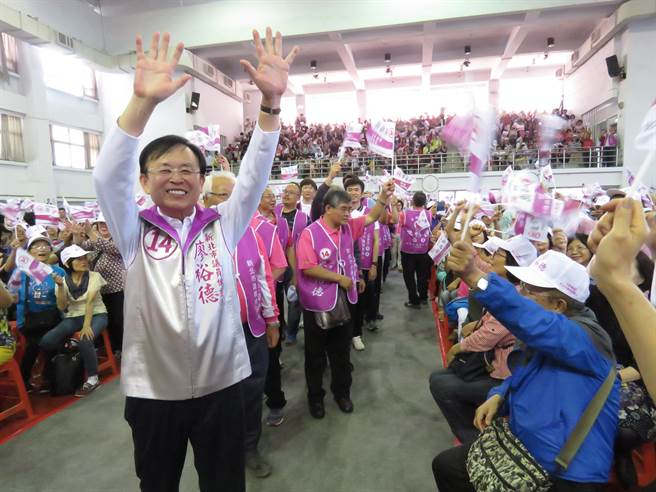 無黨籍新北市議員候選人廖裕德今(11日)上午10時許,在板橋區重慶國小舉辦競選總部成立大會。(葉書宏攝)