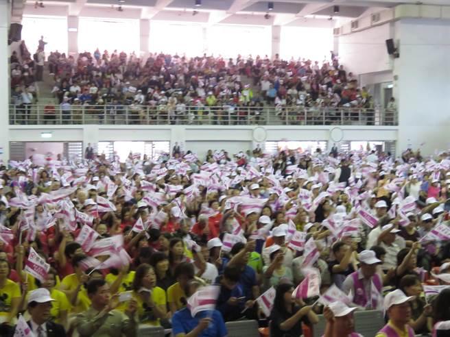 現場湧入逾2000名支持者。(葉書宏攝)