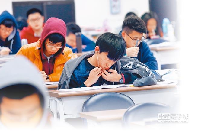 108年學測有多項變革,其中最重要的就是甄選入學改採「學測5選4」。(本報資料照)