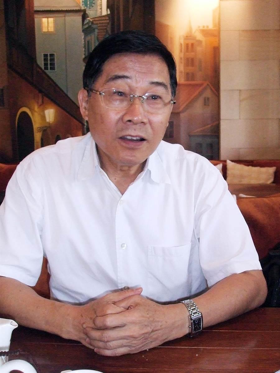曾代表國民黨競選高雄市長、時任考試委員黃俊英。(圖/中央社)