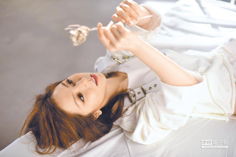 鄧紫棋在MV中的演出讓她過足戲癮。